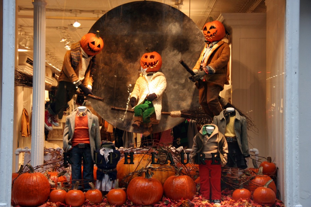 pumpkin head manequins-best-window-displays_halloween_2009_ralph-lauren_new-york_pumpkin-head_01-1024x682